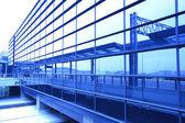 Immagine di windows nella costruzione di ufficio di morden — Foto Stock