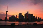 Cielo amanecer sueño rojo púrpura en oriente lejano shanghai lujiazui — Foto de Stock