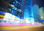 Megacity autobahn nachts mit licht wege in shanghai — Stockfoto