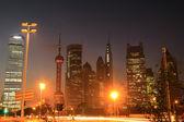 Shanghai nacht weergave van verkeer — Stockfoto