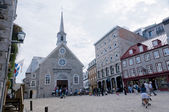 Century church and houses in old Quebec city — Stock Photo