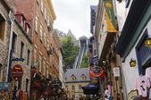 Quebec street scene and historic houses — Stock Photo