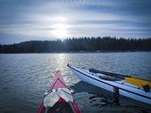 Kayak en el crepúsculo — Foto de Stock