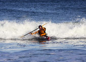 Kayak surfer in action — Stock fotografie