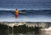 Surfista de kayak en acción — Foto de Stock