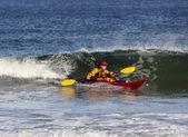 Surf de caiaque no mar — Foto Stock