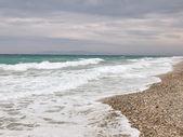 Céu com nuvens tempestuosas ondas no mar — Foto Stock