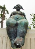 Modern statue of nude women with sense of humor in Andalusia. Sp — Stockfoto