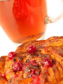 Delicious freshly baked pastry with cranberries and cup of tea. — Stock Photo