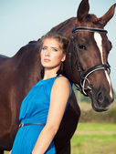 Portrait of beautiful girl with horse — Stockfoto