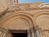 Main entrance to the Church of the Holy Sepulchre in old city of — Stock Photo
