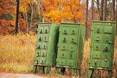 Grüne briefkästen — Stockfoto