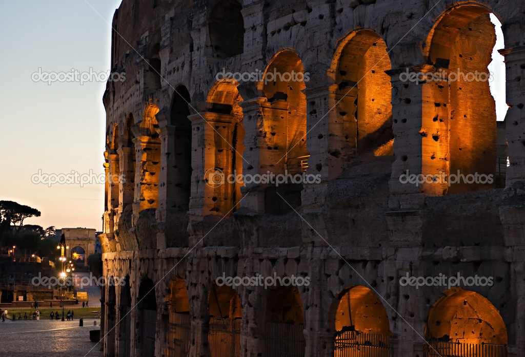 The ancient Colosseum in Rome at night. — Stock Photo #12364560