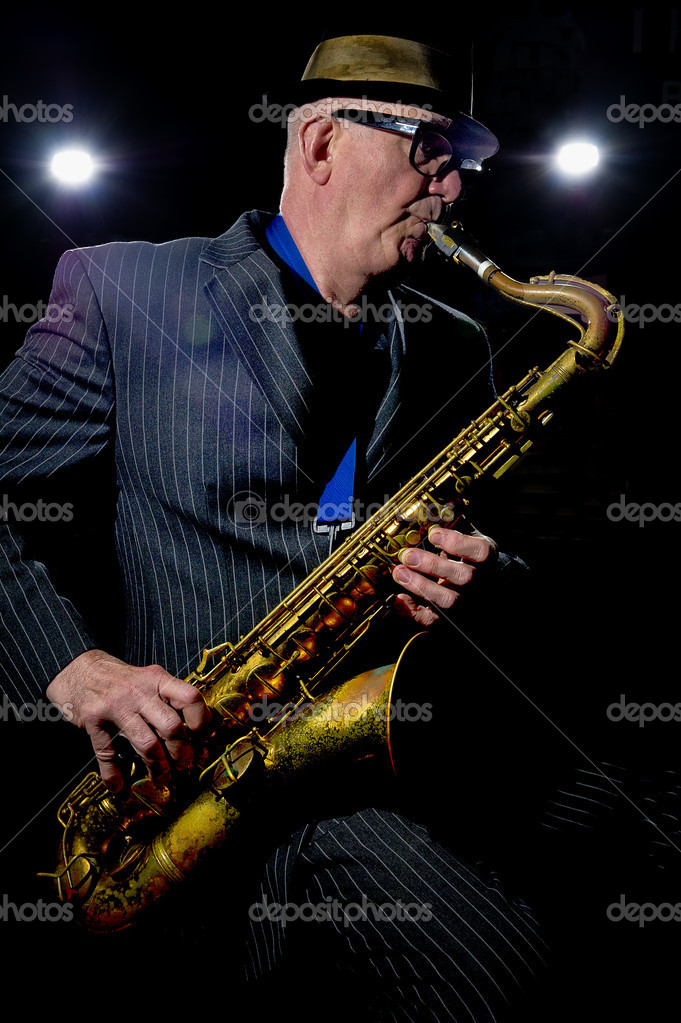 "Musician Bob Swift playing the tenor saxophone during a gig at the Greystones with his four-piece rhythm & blues band ""The Hummingbirds"" in Sheffield, March 23 2012. — Zdjęcie stockowe #12940865"