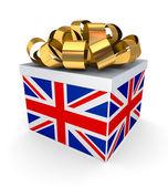 Geschenkdoos met een Britse vlag. — Stockfoto
