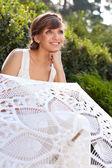 在阳光明媚的自然美丽的希腊女人新娘的肖像 — 图库照片