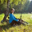 Young cyclist enjoying relaxation in spring in the morning park — Stock Photo