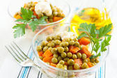 Vegetarian salad with canned peas and boiled vegetables close-up — Stock Photo