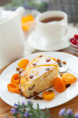 Cheese cake with tea, dried apricot and raisins closeup on a pla — Stock Photo