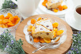 Cheese gratin closeup with dried apricot and raisins — Stock Photo