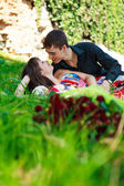 Young happy couple flirting in a summer park — Foto Stock