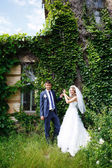 Bride and groom near old buildings — Stock Photo