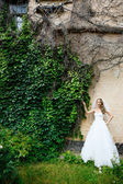 Beautiful bride in a white dress outdoors — ストック写真
