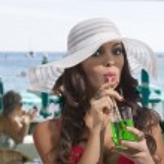 Summer day drinking fresh near the sea — Stock Photo #23763309