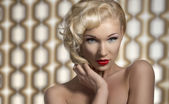 Sexy frau posiert als eine diva — Stockfoto