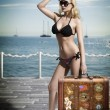Sexy blonde tourist with vintage bag — Foto de Stock