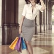 Shopping girl in fashion pose outside vintage color — Stock fotografie