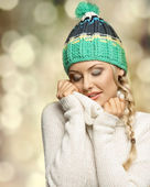 Pretty girl in act to warm — Stock Photo