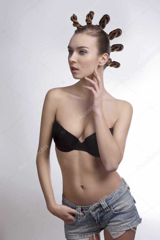 Femelle de mode et coiffure excentrique — Photographie carlodapino ...
