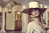 Aristocratic girl with hat  — Stock Photo