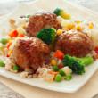 Meatballs with rice and vegetables — Stock Photo