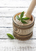 Wood pounder with salt and basil — Foto Stock