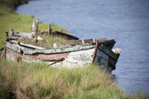 Abandoned wooden boat — Stock Photo