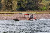Barco no rio — Foto Stock
