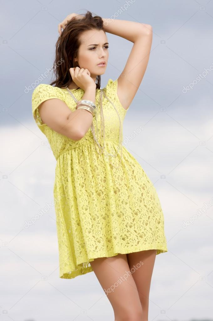 Portrait of beautiful brunette girl on background blue sky — Stock Photo #12470582