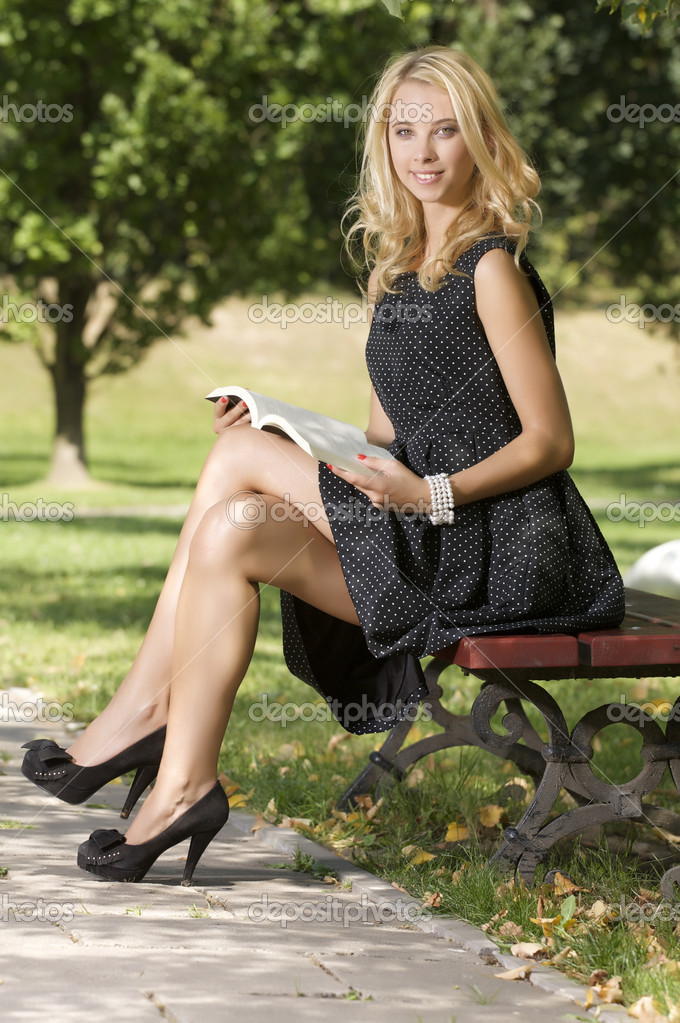 Young attracive blone woman reading book in park outdoor — Stock Photo #12471681