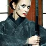 Beautiful japanese kimono woman with samurai sword — Stock Photo
