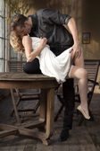 Retrato de la joven pareja en el amor posando — Foto de Stock