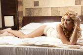 Schön und sexy Frau, die trägt Eleganz Dessous — Stockfoto