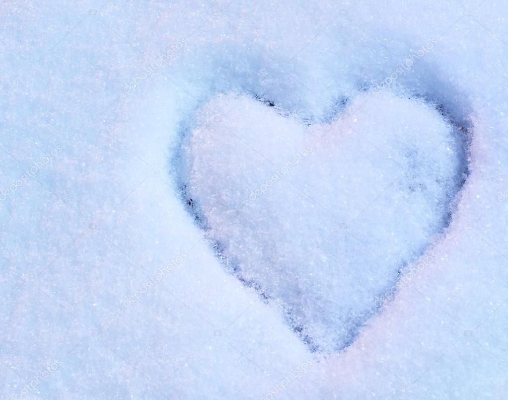 Heart drawn on snow in blue and pink light — Stock Photo #18652625