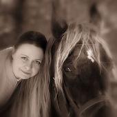 Mujer y caballo — Foto de Stock