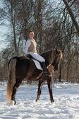 女性および馬 — ストック写真