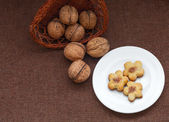 Wicker basket with nuts and pastry on a plate — Foto de Stock