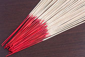 Incense aromatic sticks on the wooden background — Stock fotografie