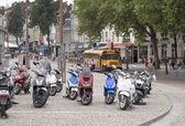 轻便摩托车停在 — 图库照片