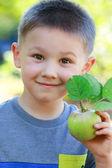 Boy with apple — Stockfoto